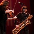 Jennifer Thiessen & Ida Toninato during the Le cabaret qui ruisselle concert, as part of the Montréal / Nouvelles Musiques 2021 festival. [Photograph: Jérôme Bertrand, Montréal (Québec), February 24, 2021]