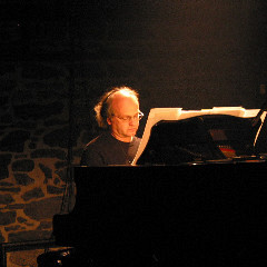 Jacques Drouin performing Move by Ludger Brümmer during Akousma (3), at the Monument-National [Photo: Luc Beauchemin, Montréal (Québec), November 3, 2006]