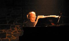 Jacques Drouin interprétant Move de Ludger Brümmer lors d'Akousma (3), au Monument-National [Photo: Luc Beauchemin, Montréal (Québec), 3 novembre 2006]