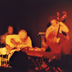 John Heward, Sam Shalabi, Alexandre St-Onge & Jesse Levine live at Le Va-et-vient [Photo: James Schidlowsky, Montréal (Québec), March 26, 2003]