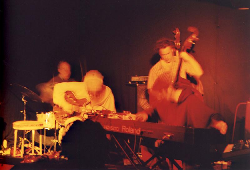 John Heward, Sam Shalabi, Alexandre St-Onge & Jesse Levine live at Le Va-et-vient [Photo: James Schidlowsky, Montréal (Québec), March 26, 2003]