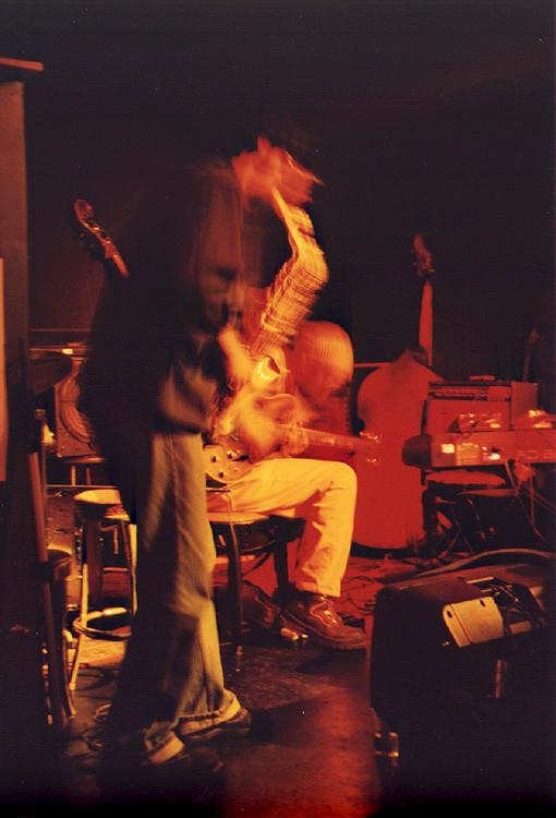 'Gypt Gore (Philémon, Sam Shalabi) live at Le Va-et-vient [Photo: James Schidlowsky, Montréal (Québec), March 26, 2003]