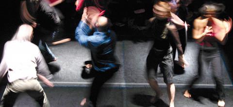 Andrew Harwood, Emmanuel Jouthe, Daniel Soulières, Marc Boivin lors du spectacle Treize lunes [Photo: Céline Côté, Montréal (Québec), février 2007]