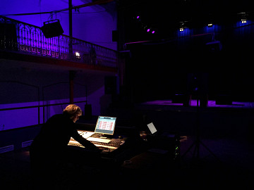 Elizabeth Anderson in rehearsal for the concert ÉlectroBelge [Photo: Rafael Muñoz Gomez, Brussels (Belgium), March 23, 2016]