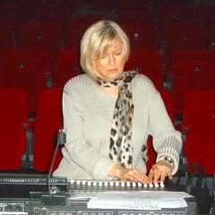 Elizabeth Anderson in rehearsal for a concert as part of the Festival Loop 6 [Photo: Virginie Viel, Brussels (Belgium), November 30, 2013]