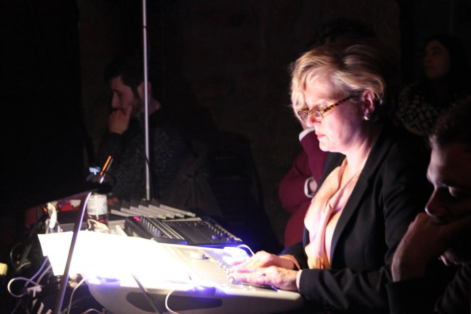 Elizabeth Anderson / Dias de Música Electroacústica 32 / 51: Concerto #5 , Auditório – Casa Municipal da Cultura, Seia (Portugal) [Photograph: (DME), Seia (Portugal), December 29, 2016]