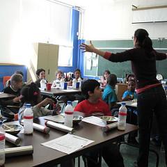 Magali Babin dirigeant une classe [Photo: Céline Côté, Montréal (Québec), 2008]