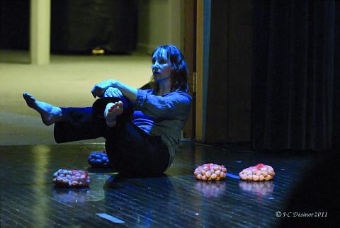 Louise Bédard performing the piece Joséphine, la cantatrice des souris third part of the project À la rencontre de Kafka [Photo: Jean-Claude Désinor, Montréal (Québec), April 15, 2011]