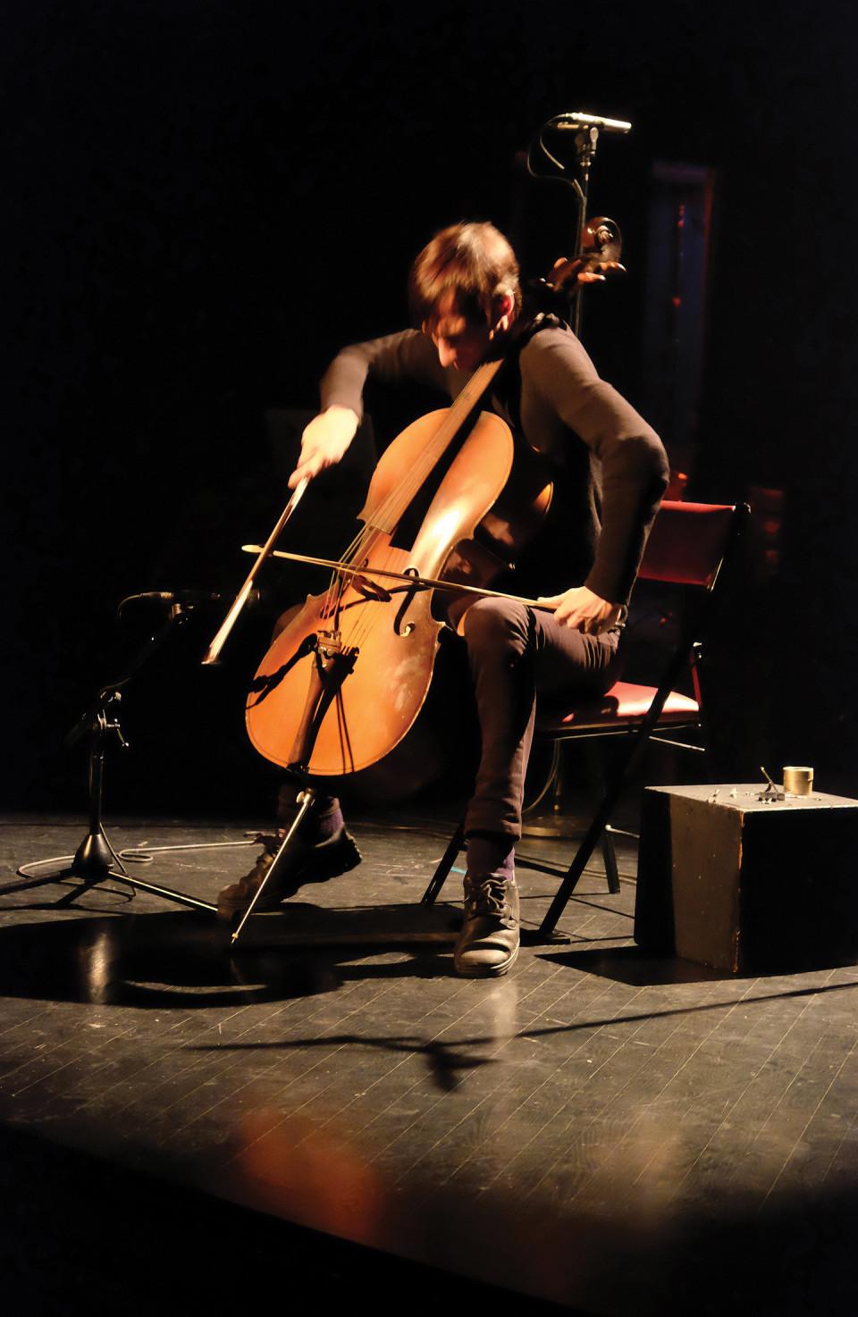 Rémy Bélanger de Beauport in concert at DAME: Archive / mémoire [Photograph: Céline Côté, Montréal (Québec), February 16, 2017]
