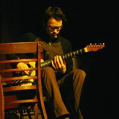 Antoine Berthiaume in concert at La Sala Rossa during the Ça frappe event, by Productions SuperMusique [Photo: Céline Côté, Montréal (Québec), March 25, 2009]