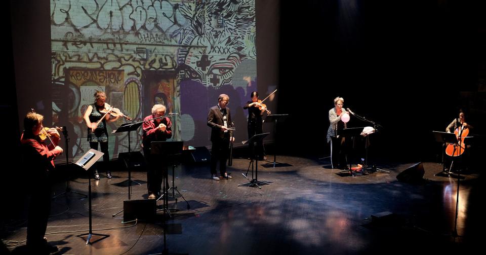 Quatuor Bozzini, Quasar, Nous perçons les oreilles qui jouent la pièce Cathédrale Graffiti [Photo: Céline Côté, Montréal (Québec), 5 octobre 2018]