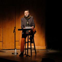 Michel F Côté, master of ceremonies for the Le cabaret qui ruisselle concert, as part of the Montréal / Nouvelles Musiques 2021 festival. [Photograph: Céline Côté, Montréal (Québec), February 24, 2021]