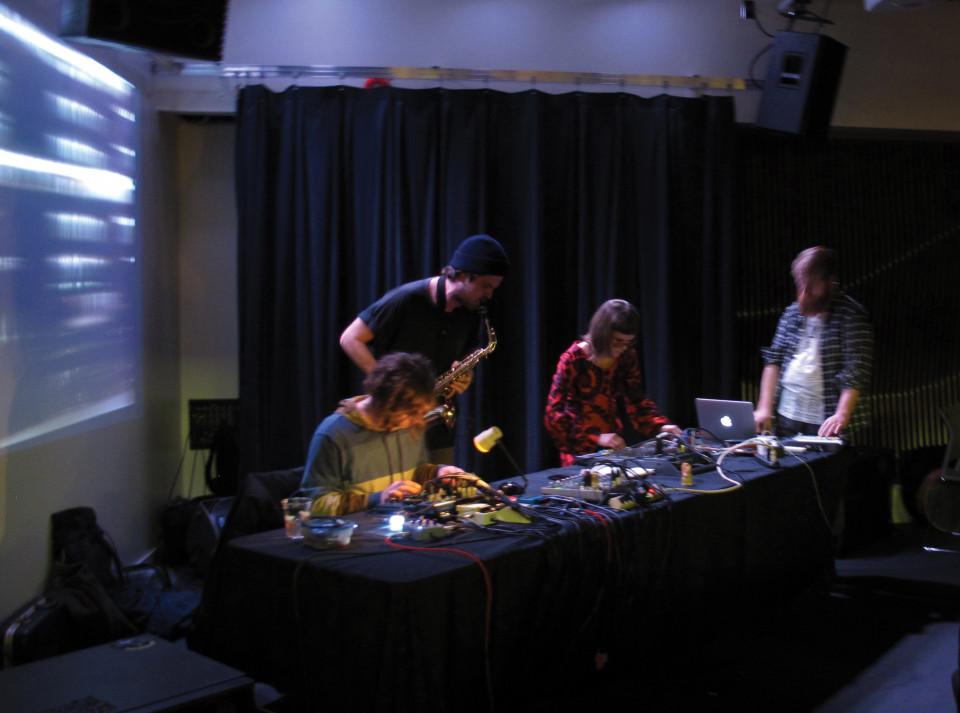 Dead Squirrels en concert à l'événement DAME: Archive / mémoire [Photo: Céline Côté, Montréal (Québec), 16 février 2017]