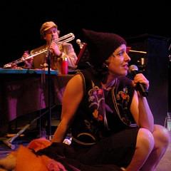 Jean Derome et Nathalie Derome during the show entitled «Les temps qui courent, 20 ans de paroles tenues» at Théâtre La Chapelle [Photo: Luc Senécal, Montréal (Québec), April 24, 2008]