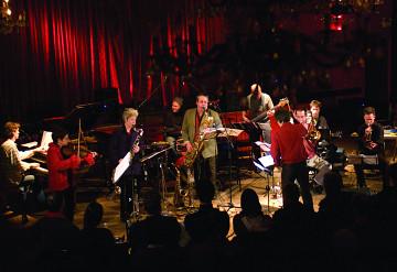 Jean Derome et les Dangereux Zhoms en concert lors de l'événement 25e de Traquen'Art à La Sala Rossa [Photo: Jean-Claude Désinor, Montréal (Québec), 29 mars 2007]