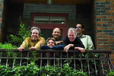 Jean Derome et les Dangereux Zhoms, from left to right: Jean Derome, Guillaume Dostaler, Pierre Cartier, Pierre Tanguay, Tom Walsh [Photo: Richard-Max Tremblay, September 2007]