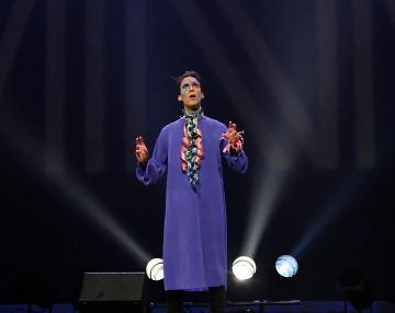 Gabriel Dharmoo during the Le cabaret qui ruisselle concert, as part of the Montréal / Nouvelles Musiques 2021 festival. [Photo: Céline Côté, Montréal (Québec), February 24, 2021]