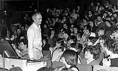 Francis Dhomont en concert, Cycle acousmatique du GRM, Grand Auditorium, Maison de Radio France [Photo: Archives Ina-GRM, Paris (France), 28 mars 1983]