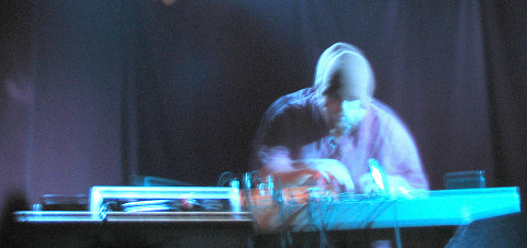 Érick d'Orion in concert, O Patro Vys [Photo: James Schidlowsky, Montréal (Québec), November 25, 2004]