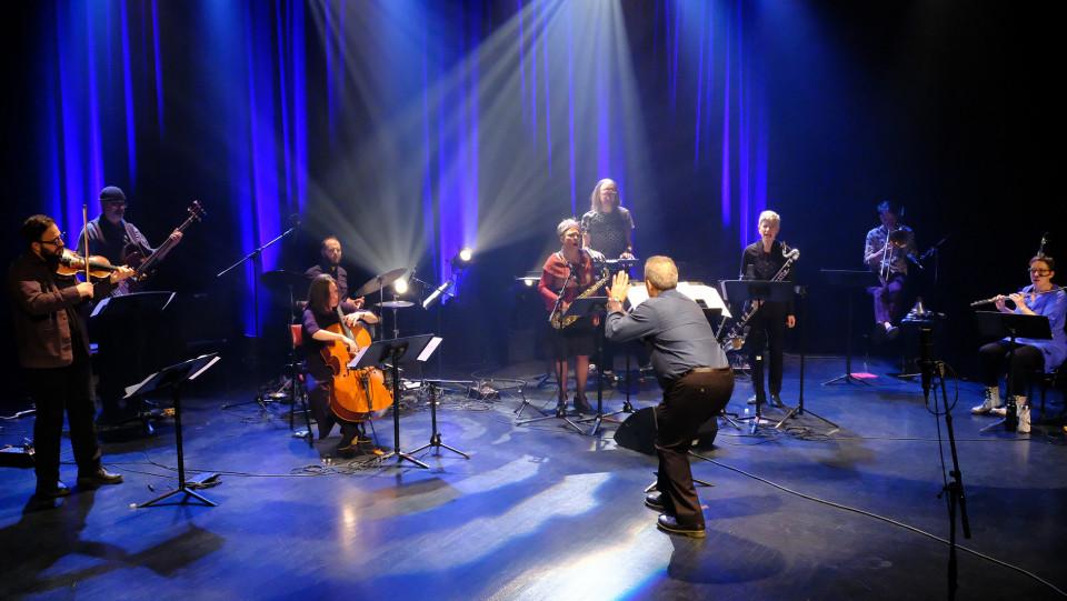 Photographie de la scène lors de la captation vidéographique à l'Amphithéâtre — Le Gesù [Photo: Céline Côté, Montréal (Québec), 26 novembre 2020]