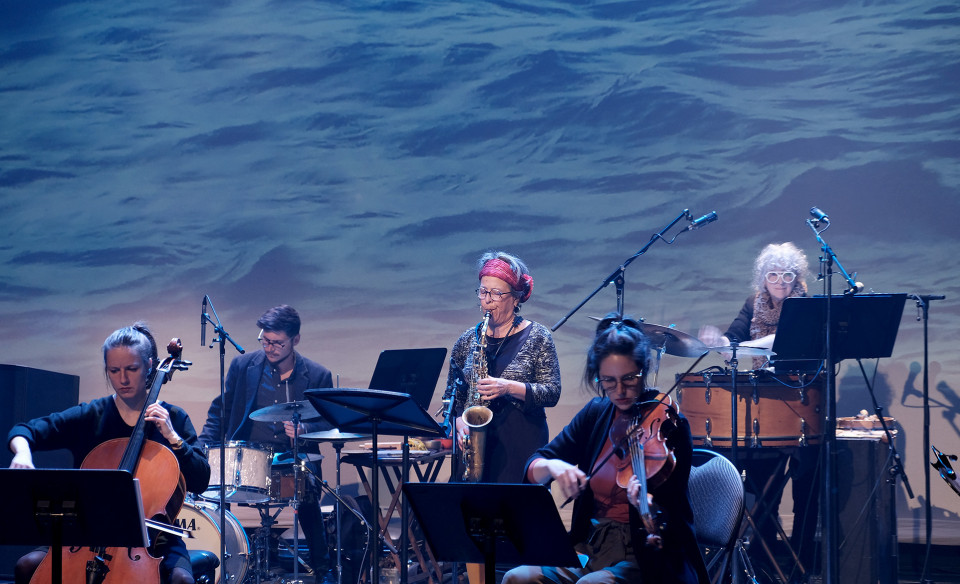 Ensemble SuperMusique (ESM) / Also pictured: Émilie Girard-Charest, Preston Beebe, Joane Hétu, Jennifer Thiessen, Danielle Palardy Roger / Concert, Amphithéâtre – Le Gesù, Montréal (Québec) [Photograph: Céline Côté, Montréal (Québec), April 8, 2021]