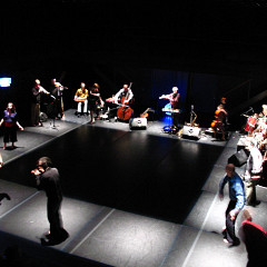 """Ensemble SuperMusique (ESM) during the """"Treize lunes"""" show presented in coproduction with Danse-Cité [Photograph: Céline Côté, Montréal (Québec), February 2007]"""