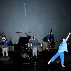 Acte 1: Nemo Vemba, Pierre Tanguay, Normand Guilbeault, Guido Del Fabro, Jean Derome, Daniel Soulières (danseur) et Pierre Hébert (images vidéo) [Photo: Céline Côté, Montréal (Québec), 16 mars 2006]