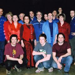 Ensemble SuperMusique: Normand Guilbeault, Danielle Palardy Roger, Diane Labrosse, Pierre Hébert (images vidéo), Joane Hétu, Guido Del Fabro, Jean Derome, Mélanie Auclair, Daniel Soulières (danseur), Pierre Tanguay, Séverine Lombardo (danseuse), Claire Gignac, Nemo Vemba, Bernard Grenon (son), Guillaume Bloch et Colin Gagné (membres de l'équipe technique) [Photo: Céline Côté, Montréal (Québec), 16 mars 2006]