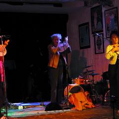Susanna Hood; Danielle Palardy Roger; Joane Hétu interprétant la pièce Mon olivine [Photo: Céline Côté, Montréal (Québec), 26 février 2013]