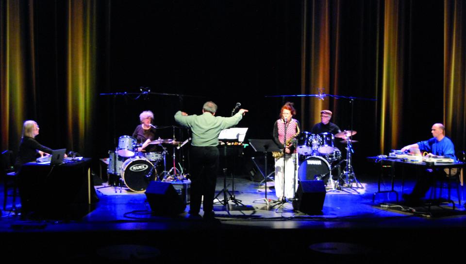 Ensemble SuperMusique (ESM) in concert at the Festival des musiques de création (FMC) (left to right: Diane Labrosse; Danielle Palardy Roger; Joane Hétu; Pierre Tanguay; Martin Tétreault and Jean Derome, conductor) [Photo: Jonathan , Jonquière (Québec), May 18, 2013]