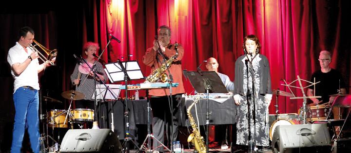 In concert in Montréal, the Ensemble SuperMusique (ESM). Left to right: Scott Thomson; Danielle Palardy Roger; Jean Derome; Martin Tétreault; Joane Hétu; Pierre Tanguay [Photograph: Céline Côté, Montréal (Québec), June 15, 2014]