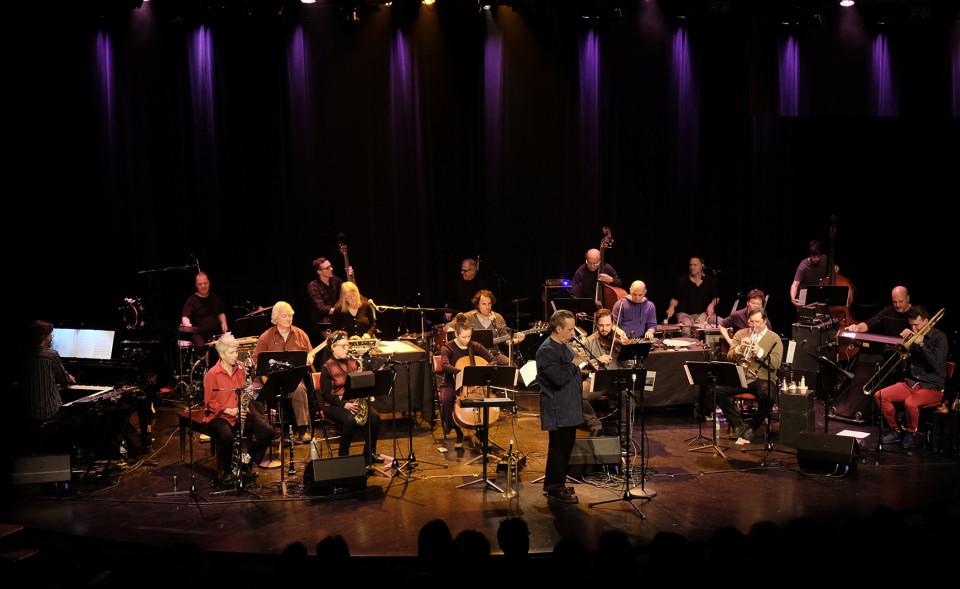L'Ensemble SuperMusique (ESM), sous la direction de Jean Derome, interprète la pièce Résistances [Photo: Céline Côté, Montréal (Québec), 16 mars 2017]