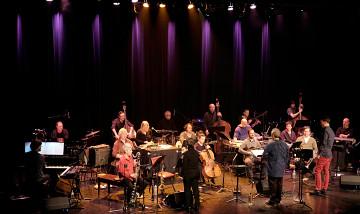 Ensemble SuperMusique (ESM) plays Résistances under the direction of Jean Derome, Joane Hétu and Scott Thomson [Photo: Céline Côté, Montréal (Québec), March 16, 2017]
