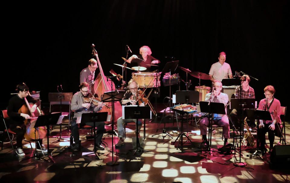 L'Ensemble SuperMusique (ESM) interprète la pièce Préoccupant, c'est préoccupant [Photo: Céline Côté, Montréal (Québec), 6 avril 2017]