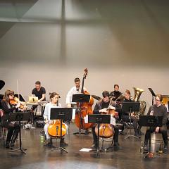 Tous les jeunes musiciens de l'Ensemble SuperMusique (ESM) qui participent au stage dirigé par Danielle Palardy Roger et Joane Hétu [Photo: Céline Côté, Montréal (Québec), 6 mai 2017]