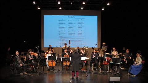 L'Ensemble SuperMusique (ESM), lors de l'atelier public, interprète la pièce Les états dirigée par Joane Hétu [Photo: Céline Côté, Montréal (Québec), 7 mai 2017]