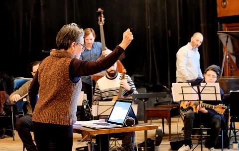 Ensemble SuperMusique (ESM), Joane Hétu, Guido Del Fabbro, Aaron Lumley, Pierre-Yves Martel, Ofer Pelz, Vicky Mettler [Photograph: Céline Côté, Montréal (Québec), November 26, 2017]