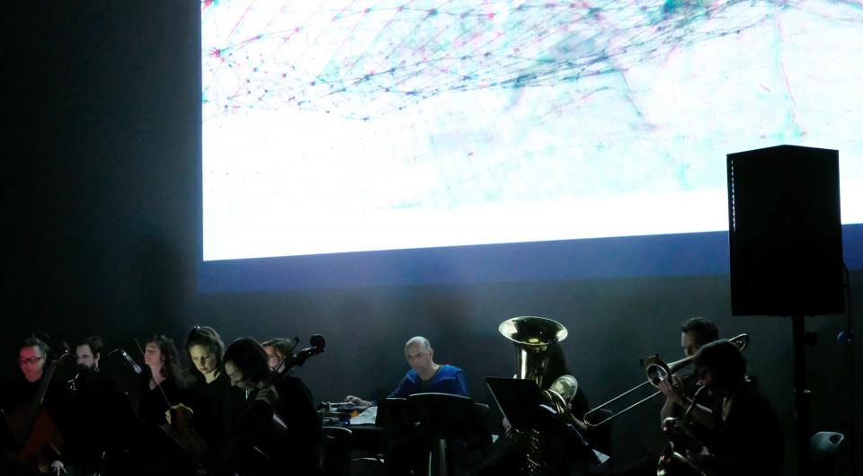 Ensemble SuperMusique (ESM) interpréte lors du concert Spationautes la pièce Phosphènes de Maxime Corbeil-Perron [Photo: Céline Côté, Montréal (Québec), 10 avril 2019]