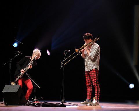 Lori Freedman / Scott Thomson Duo lors du concert Le cabaret qui ruisselle, dans le cadre du festival Montréal / Nouvelles Musiques 2021. [Photo: Céline Côté, Montréal (Québec), 24 février 2021]