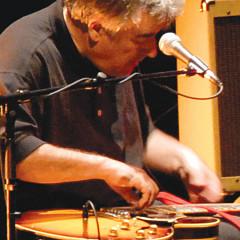 Fred Frith au Festival des musiques de création (FMC) [Photo: Alain Dumas, Jonquière (Québec), 19 mai 2006]