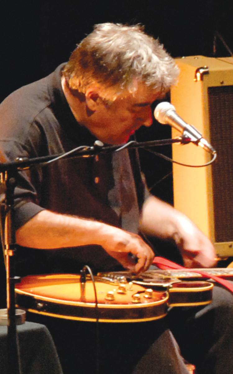 Fred Frith au Festival des musiques de création (FMC) [Photograph: Alain Dumas, Jonquière (Québec), May 19, 2006]
