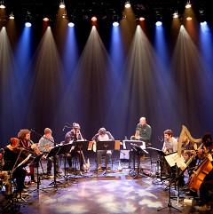 Grand groupe régional d'improvisation libérée (GGRIL) interprétant la pièce Tatouage miroir de Jean-Luc Guionnet [Photo: Céline Côté, Montréal (Québec), 7 avril 2019]