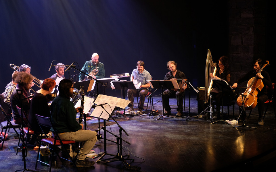 Grand groupe régional d'improvisation libérée (GGRIL) performing Jean-Luc Guionnet's Tatouage miroir [Photograph: Céline Côté, Montréal (Québec), April 7, 2019]