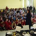 Joane Hétu expliquant l'activité [Photograph: Céline Côté, Montréal (Québec), 2007]
