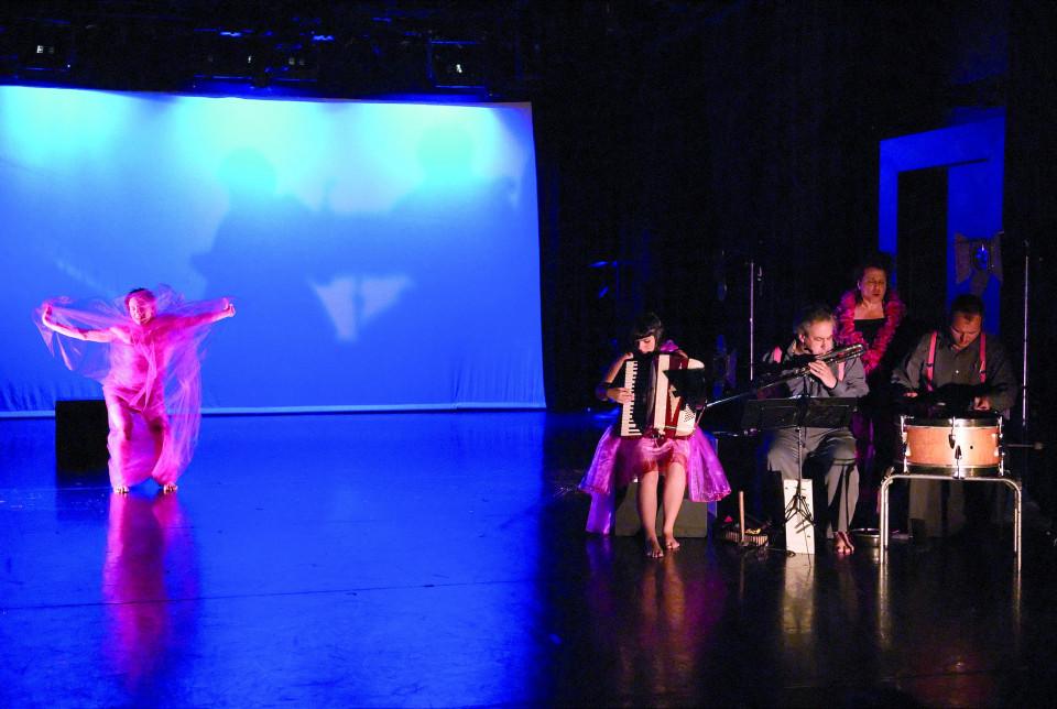 Susanna Hood, Alice Tougas St-Jak, Jean Derome, Joane Hétu, Isaiah Ceccarelli, in the piece Cochonne [Photo: Jean-Claude Désinor, Montréal (Québec), October 27, 2010]