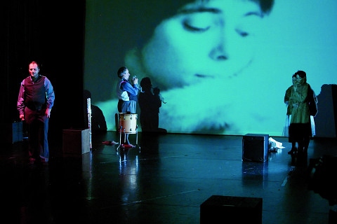Isaiah Ceccarelli, Jean Derome, Joane Hétu, Susanna Hood, dans le tableau L'habit [Photo: Jean-Claude Désinor, Montréal (Québec), 27 octobre 2010]