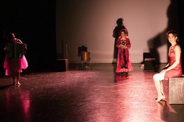 Alice Tougas St-Jak, Joane Hétu, Susanna Hood, in the piece Notes sur la mélodie des choses [Photo: Jean-Claude Désinor, Montréal (Québec), October 27, 2010]
