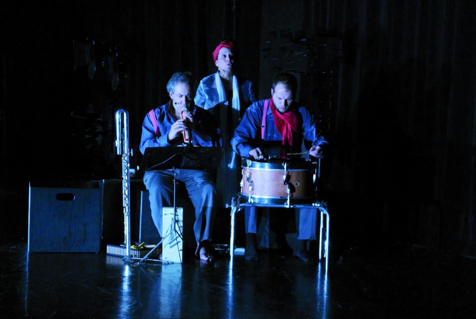 Jean Derome, Joane Hétu, Isaiah Ceccarelli, dans le tableau Ma mémoire [Photo: Jean-Claude Désinor, Montréal (Québec), 27 octobre 2010]
