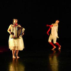 Alice Tougas St-Jak, Susanna Hood, in the piece S'la couler douce [Photograph: Jean-Claude Désinor, Montréal (Québec), October 27, 2010]
