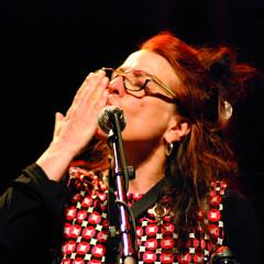 Joane Hétu in concert at the Festival des musiques de création (FMC) [Photograph: Jonathan , Jonquière (Québec), May 18, 2013]